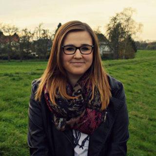 Carina Hülsemann absolviert eine Ausbildung als Kauffrau für Büromanagement bei der IHK Ostwestfalen